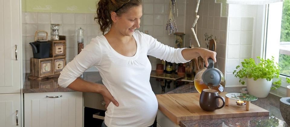 Quel thés et tisanes boire quand on est enceinte ?